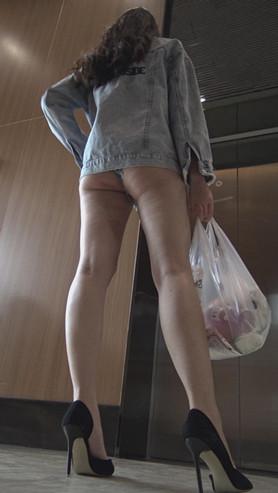 模拍牛仔短裤长腿美女(一)[2.9G/MP4]