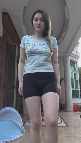 模拍漂亮的黑色紧身裤美女[3.79G/MP4]