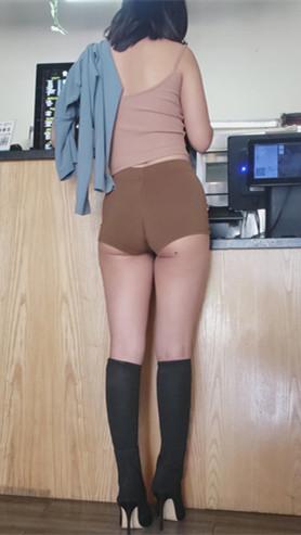 模拍性感的紧身棕色短裤美女(二)[3.78G/MP4]