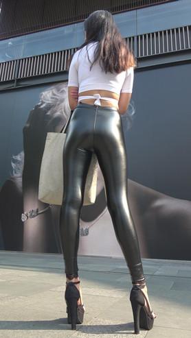 模拍漂亮的极品紧身皮裤美女(三)[2.78G/MP4]