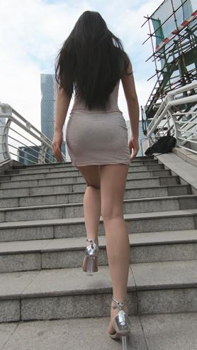 漂亮的连体包臀裙微透美女[2.36G/MP4]