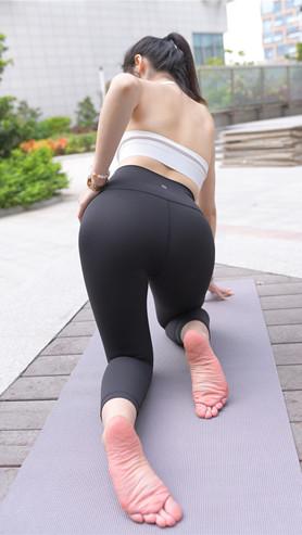 二、模拍黑色紧身裤妹子高清原图(250P)[5.37G/JPG]