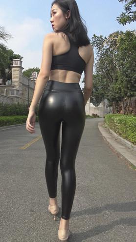 模拍紧身黑色皮裤美女(一)[7.69G/MP4]