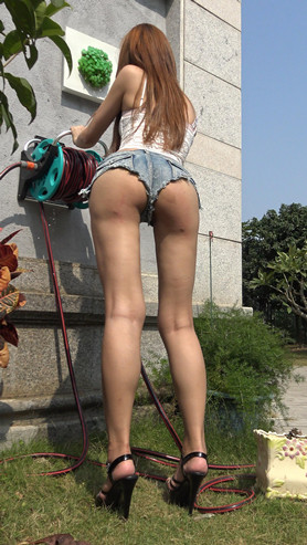 漂亮的月牙热裤小姐姐(二)[6.35G/MP4]