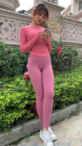 粉色套装瑜伽美女[3.02G/MP4]