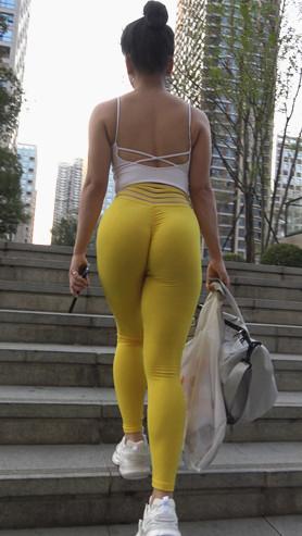紧身黄色健身裤美女(二)[7.69G/MP4]