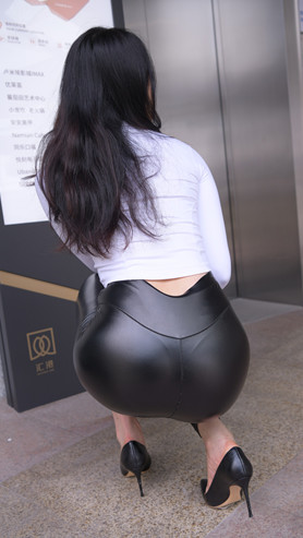 (套图二)超紧黑色皮裤美女(692P)[15.15G/JPG]