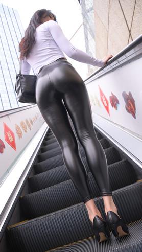 (套图一)超紧黑色皮裤美女(501P)[12.66G/JPG]