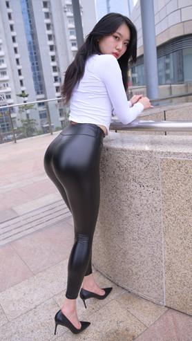 (视频)超紧黑色皮裤美女[8.51G/MP4]