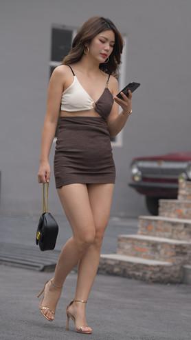 (视频)吊带短裙美女 [7.69G/MP4]