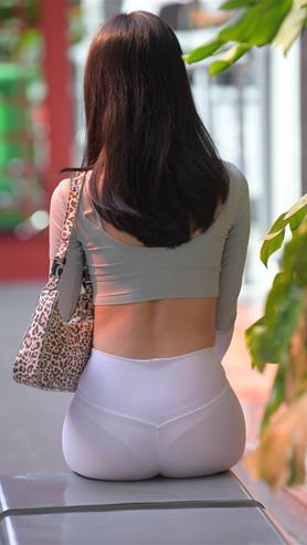 (套图二)漂亮的白色紧身皮裤美女(490P)[9.34G/JPG]