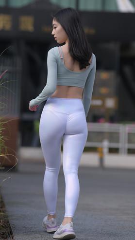(套图一)漂亮的白色紧身皮裤美女(454P)[9.17G/JPG]