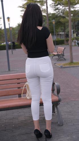 (套图一)白色紧身裤丰腴美女 (359P)[7.47G/JPG]