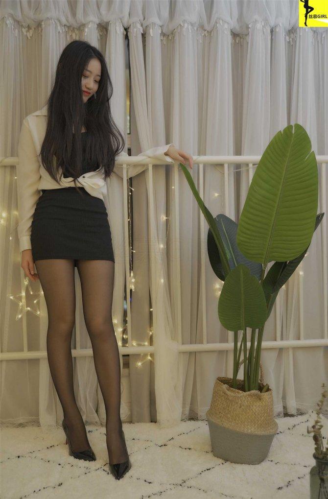 [丝慕写真] 第032期 模特:双双 丝密《她来了》