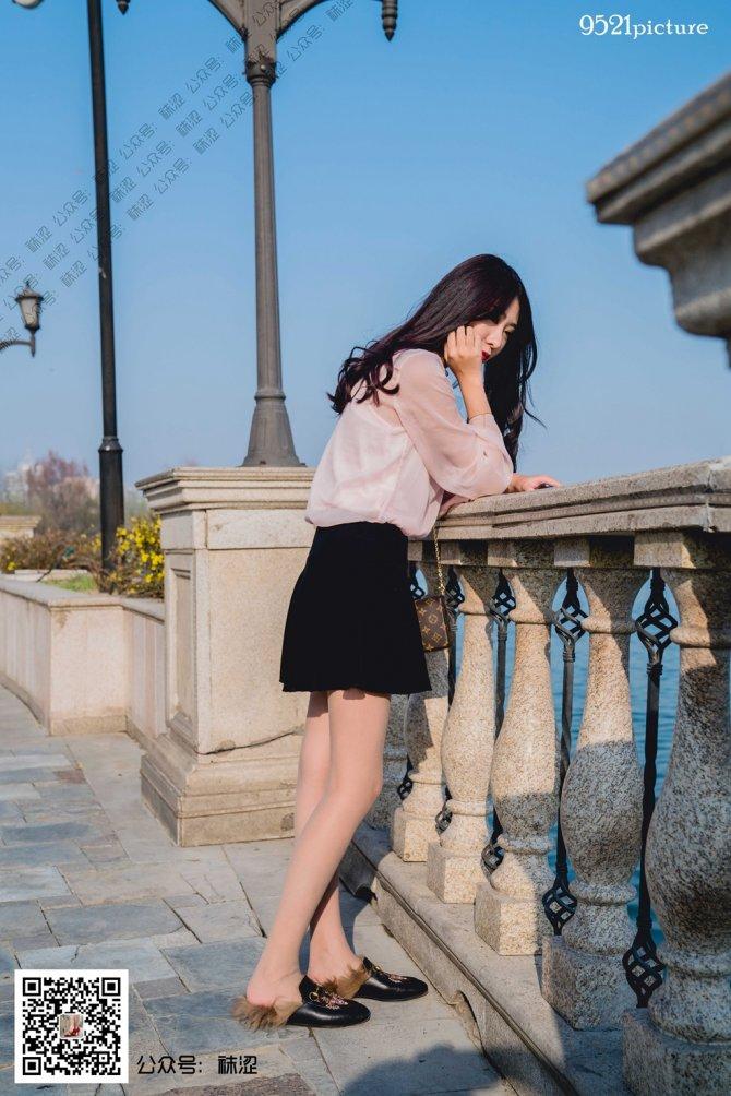 袜涩-伟伟黑色小短裙