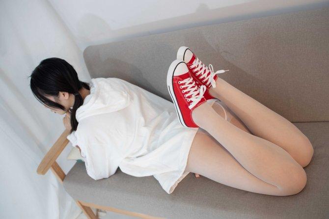 [森萝财团] 054 小夜 红布鞋白丝 13D白丝